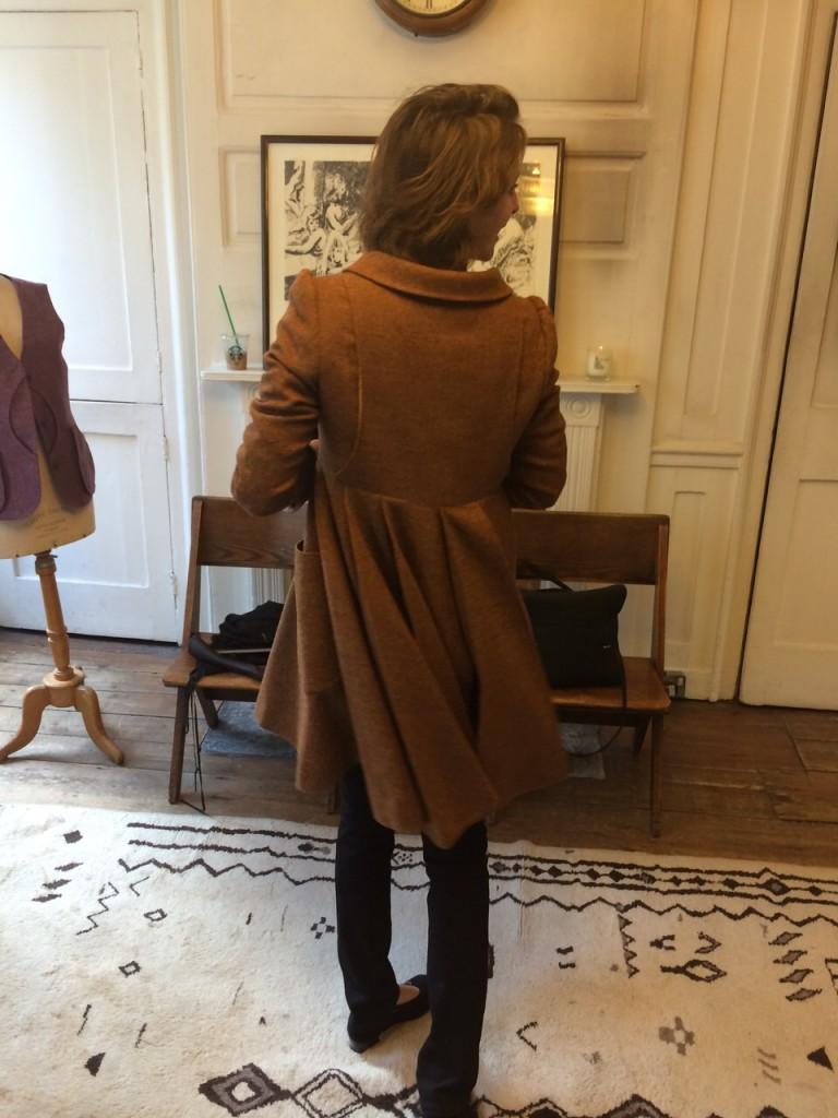 Fie, brown coat, swing